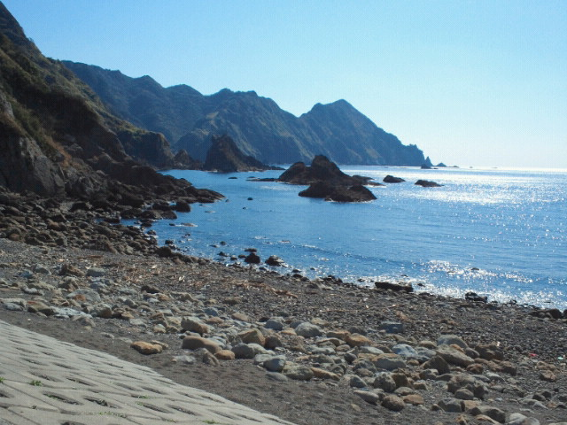 近くの浜辺へ犬と散歩に行ってきました
