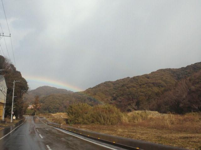 手がとどきそうな虹